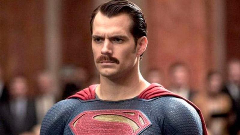 Генри Кавилл в роли Супермена Лига справедливости 2017 усы